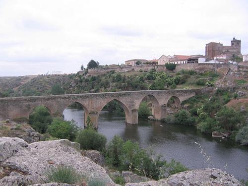 800px-Ledesma puente romano